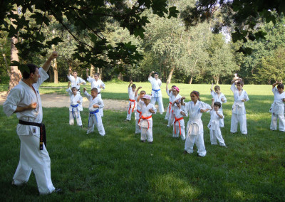 Antrenament Karate Copii si Adulti in parc